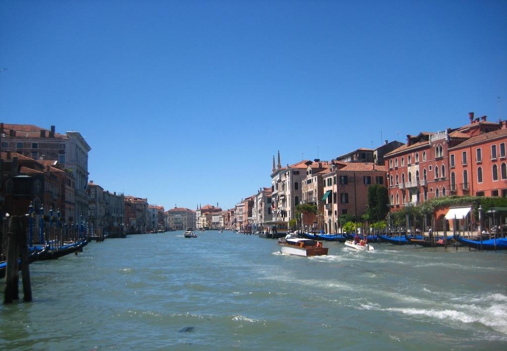 Grand-Canal-Rialto-view