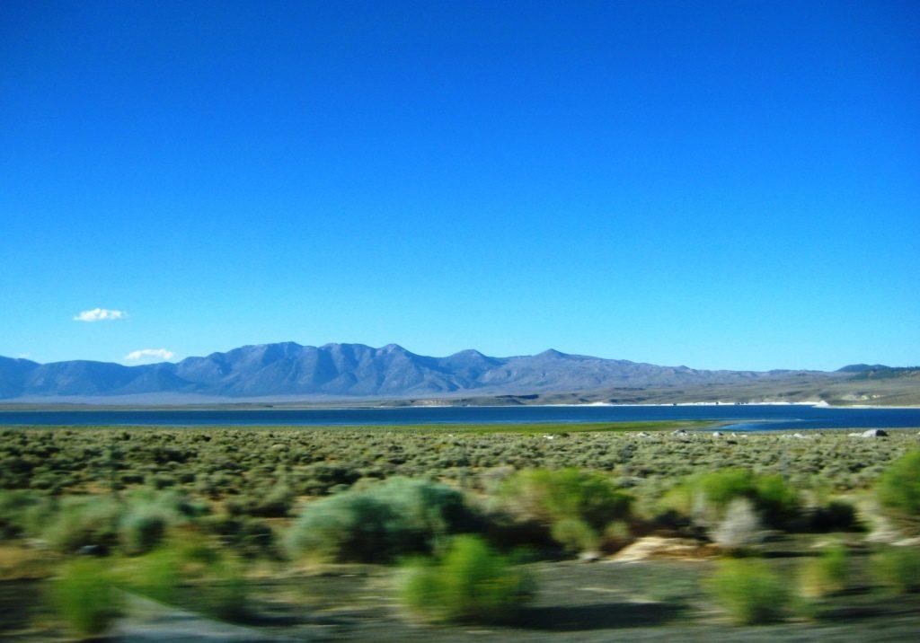 landscape at Highway 395 towards Mono Lake