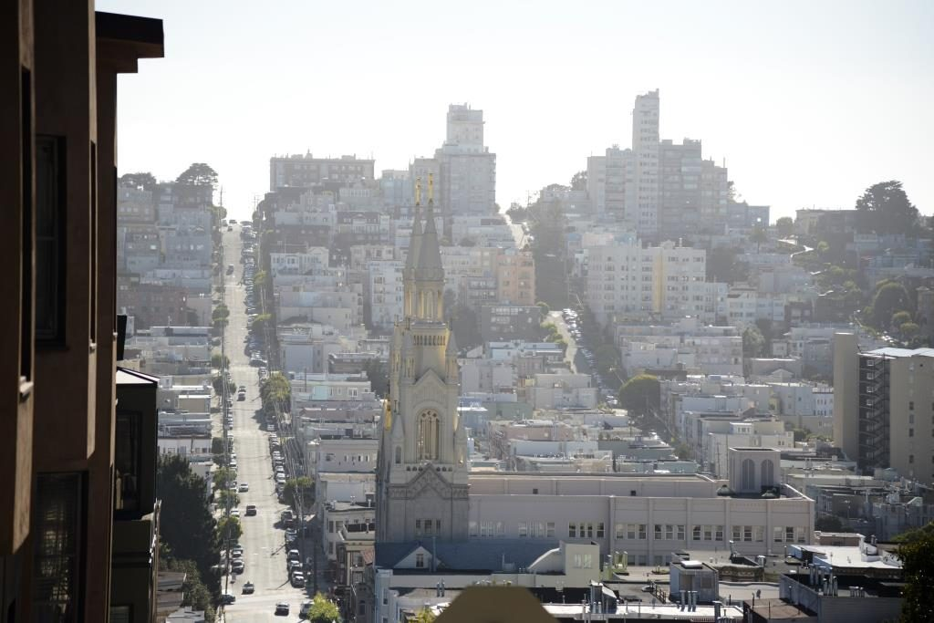 view from Russian Hill to Lombard Street
