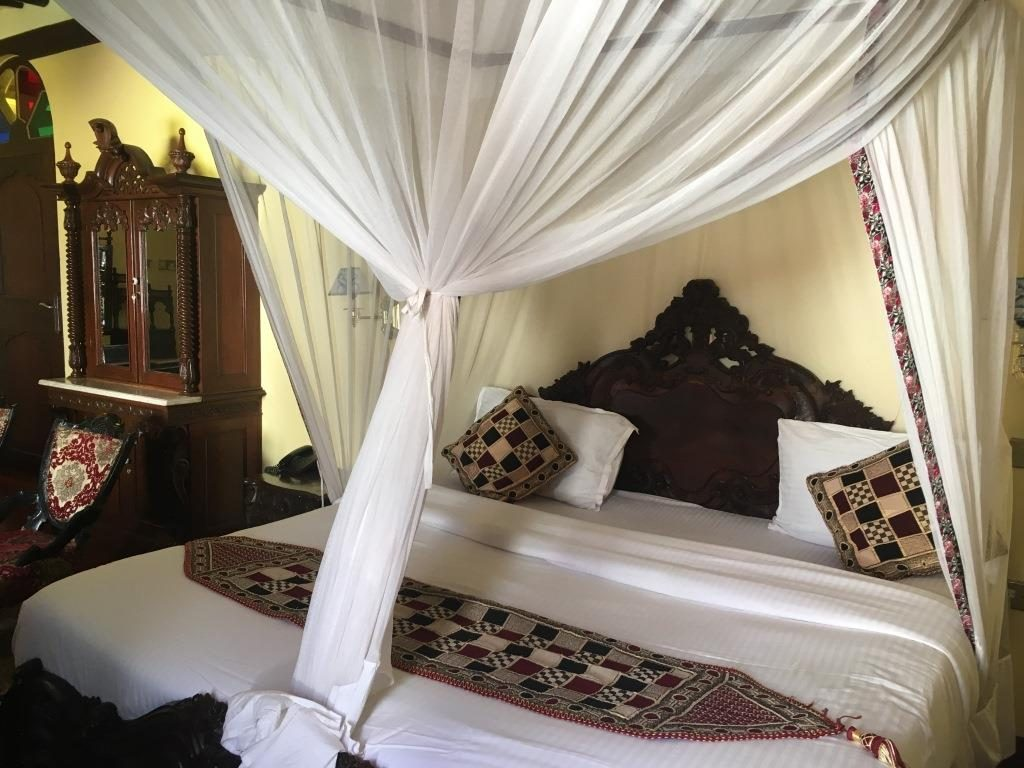 Dhow Palace Hotel room