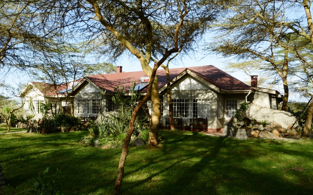 Hatari Lodge guest houses